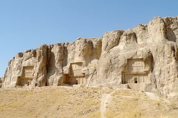http://notifikasiku.blogspot.com/2012/01/kemegahan-necropolis-makam-kolosal-para.html