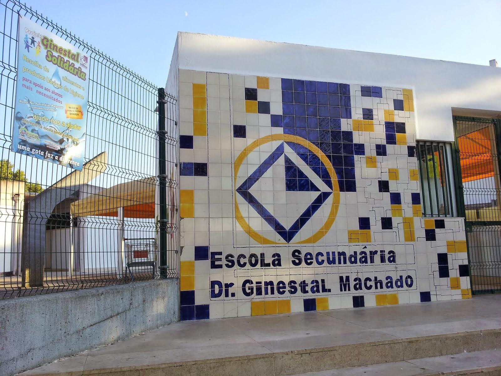 Entrada da Escola Secundária Dr. Ginestal Machado