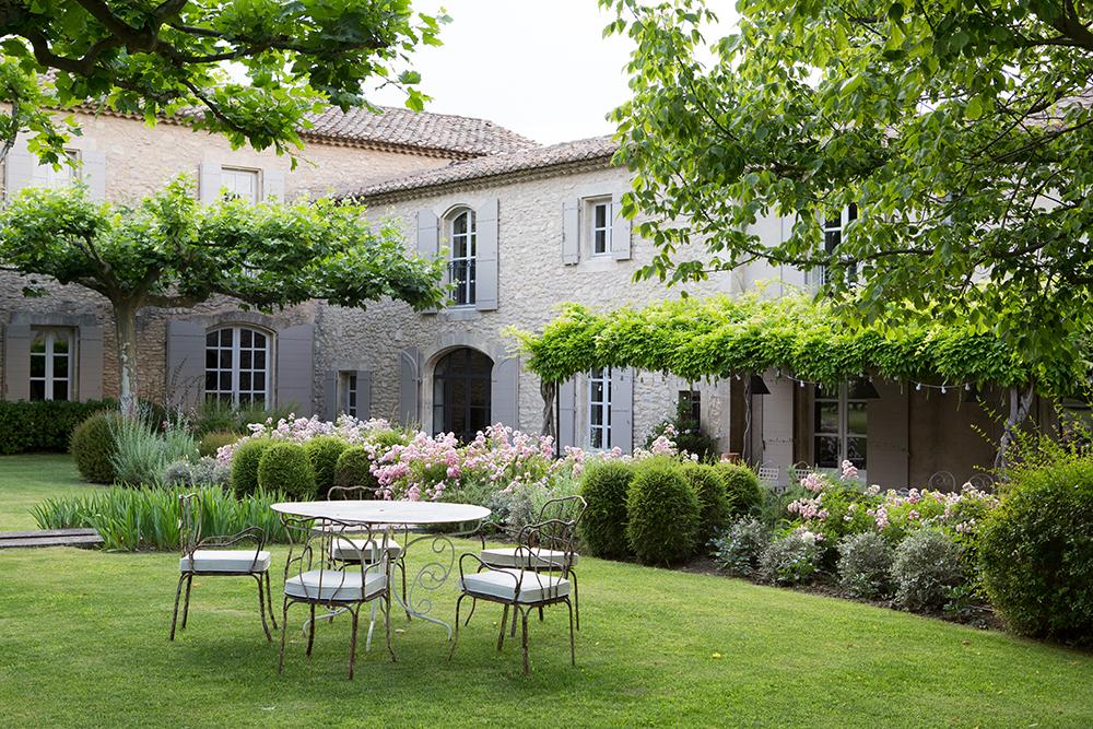 Lovely deco le mas de berard saint remy de provence - Deco mas provencal ...