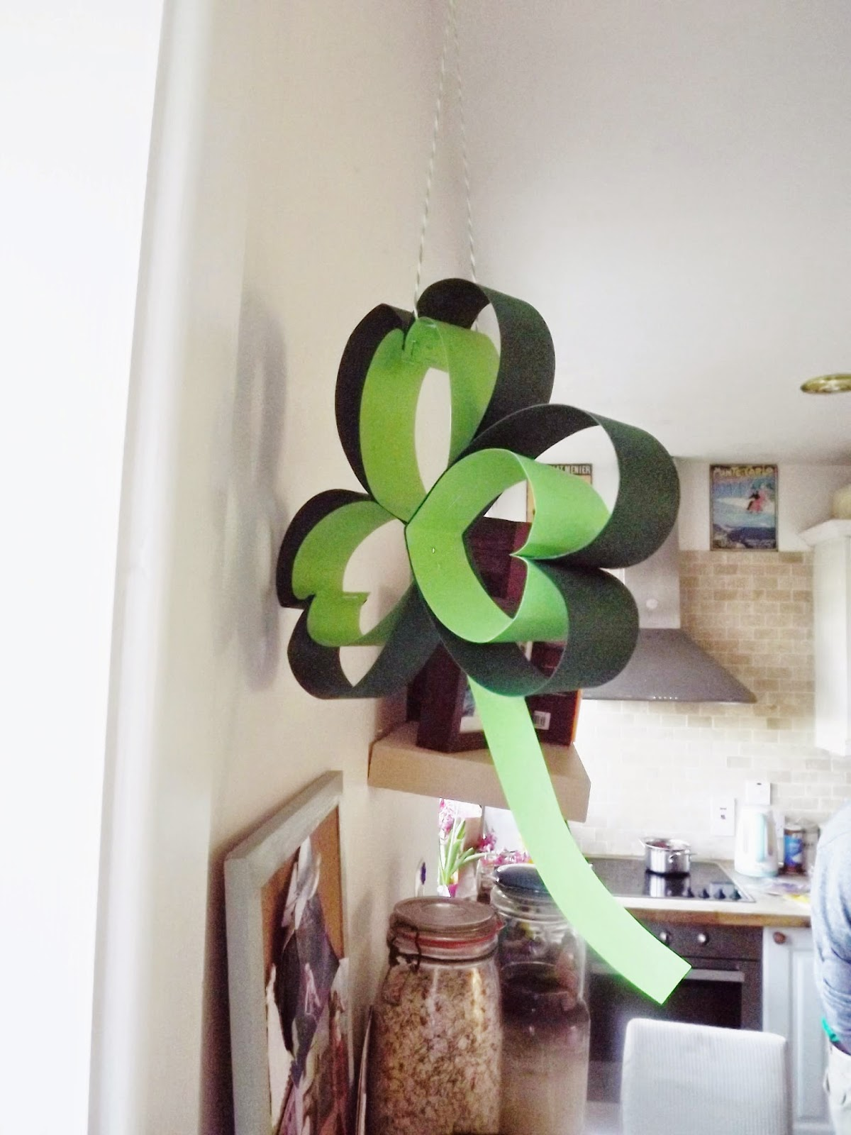 how to make a classroom wreath