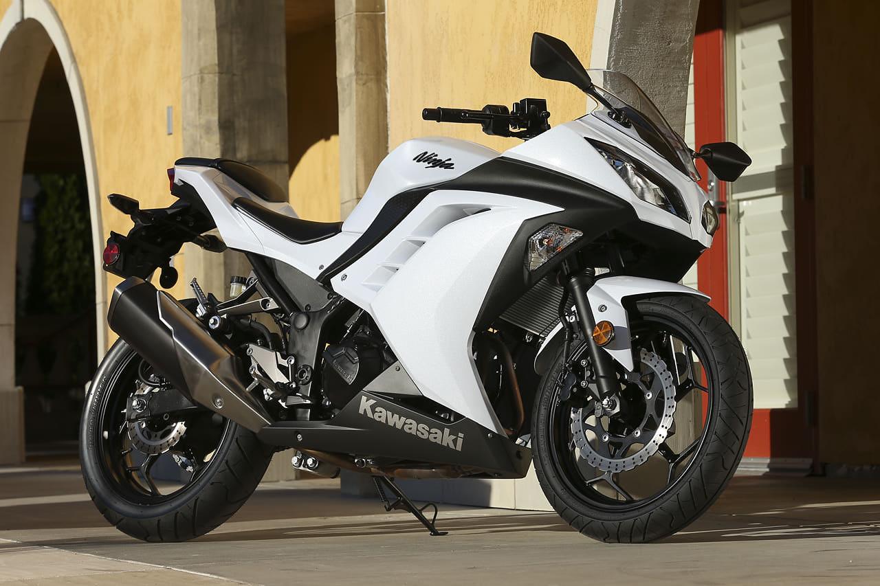 http://4.bp.blogspot.com/-5sbGSVTWnuU/UVRDN5kk00I/AAAAAAAAAA4/q_oLLJuDGVs/s1600/Kawasaki+Ninja+ZX+10R+ABS+white+2013-1.jpg