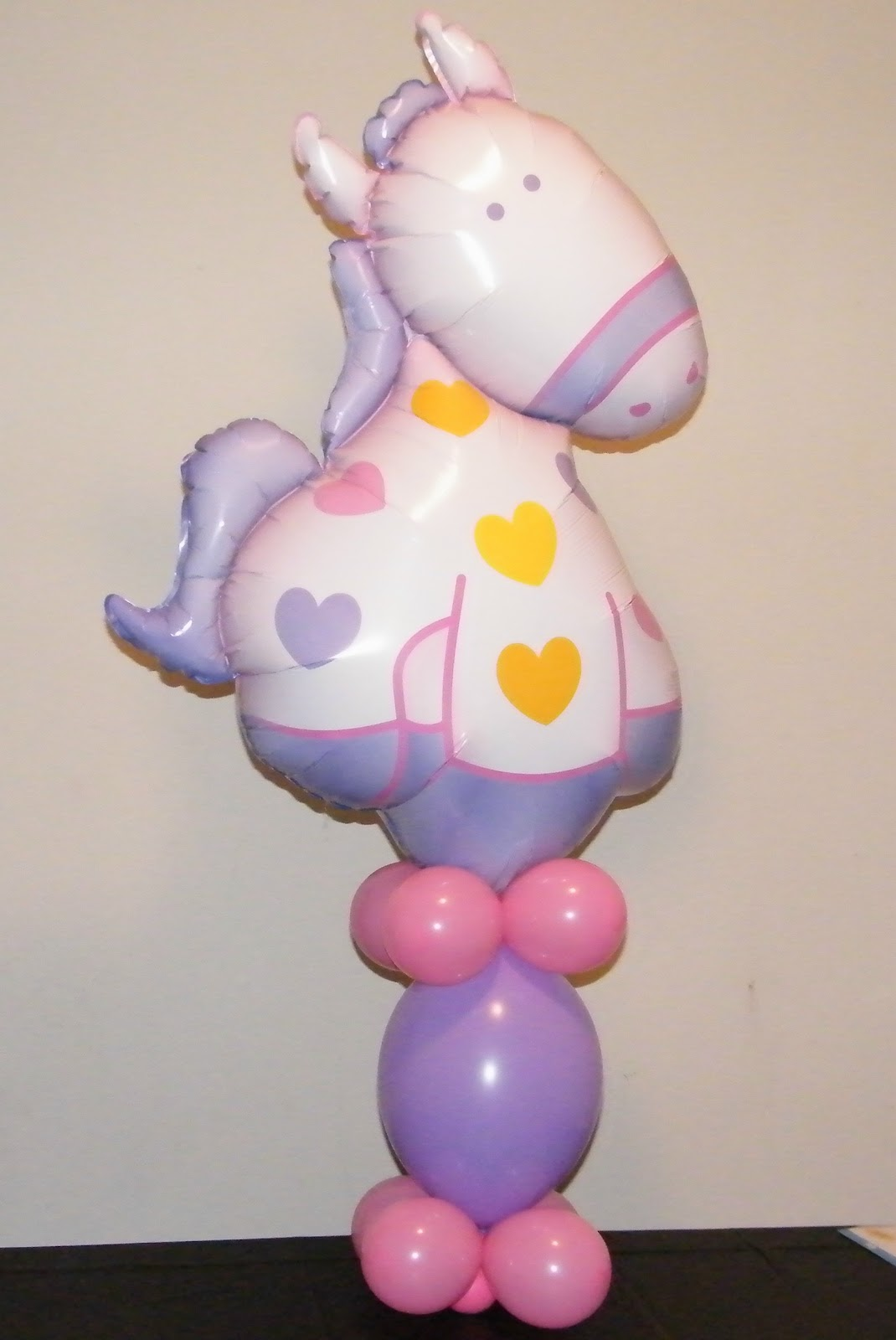 Make your own balloon decorations how to make an easy for Balloon decoration instructions