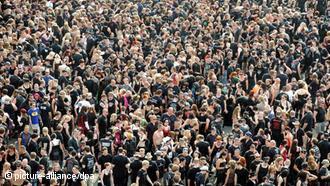 POPULAÇÃO DA ALEMANHA CRESCE GRAÇAS A IMIGRANTES