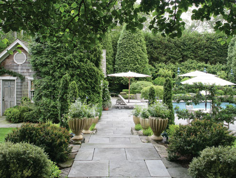 Hydrangea hill cottage the hamptons home and gardens of for Hamptons pool design