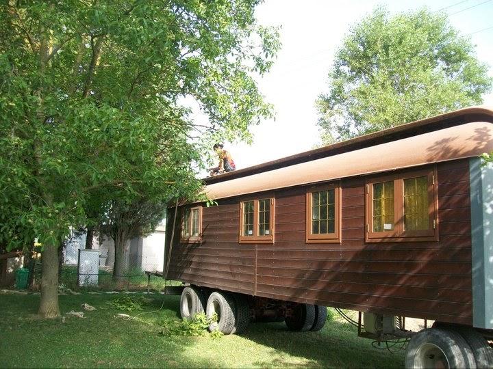 Tutta in legno vivere in una carovana - Vivere in una casa di legno ...
