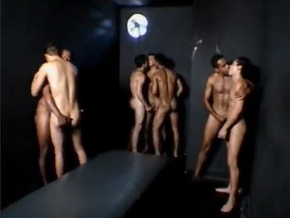 Clube da Suruba Brasil - Dez machos fudendo o meu cu 2