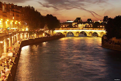 Romantic Holidays at seina river, paris