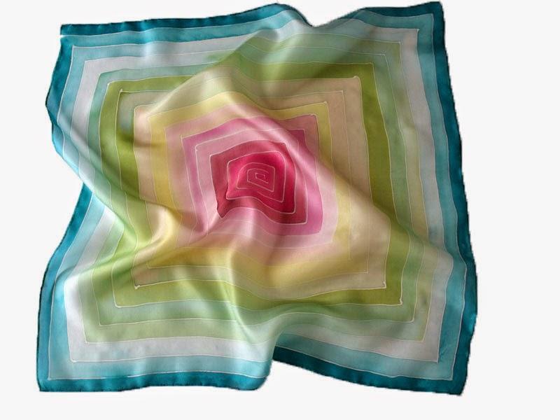 Ajándék nőknek: labirintus selyem kendő szép színátmenetekkel, kézzel festve.