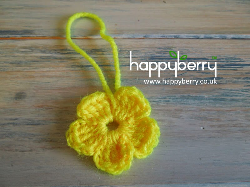 Happy Berry Crochet: How To Crochet a Simple Flower for ...