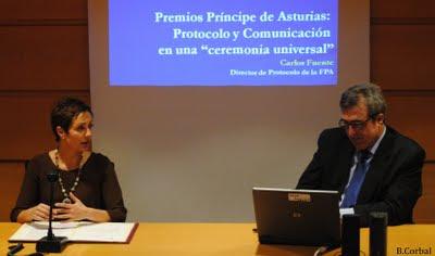Olga Casal y Carlos Fuente en la clausura del postgrado de protocolo de la Universidade da Coruña
