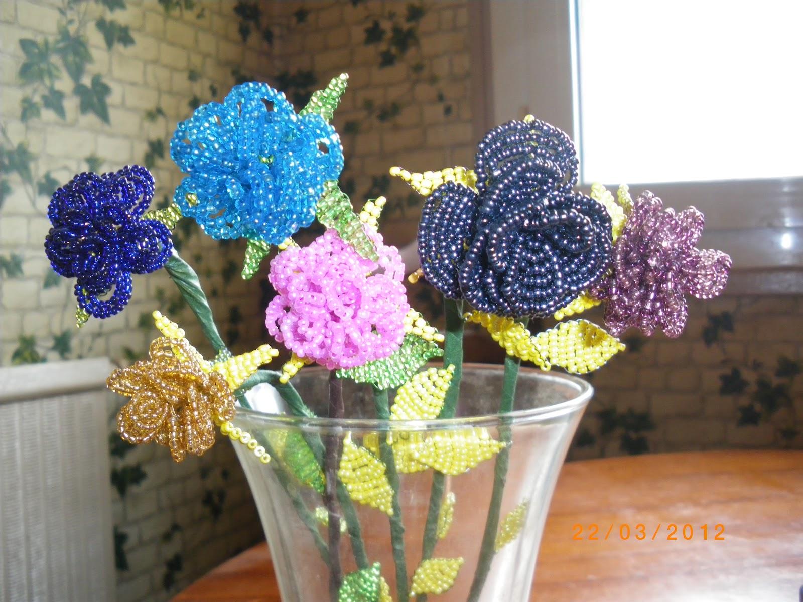 mes fleurs en perle de rocaille cr ations d 39 aurore. Black Bedroom Furniture Sets. Home Design Ideas