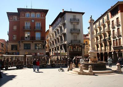 Teruel turismo, España, plaza del torico