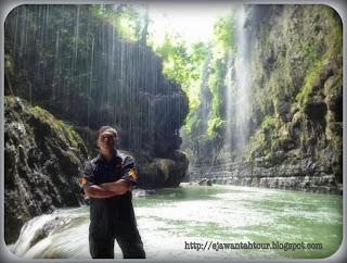 http://ejawantahtour.blogspot.com/2013/10/menikmati-keindahan-gua-alam-green.html