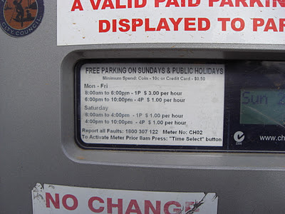 An overpricing trap in simple versions of performance pricing for parking?