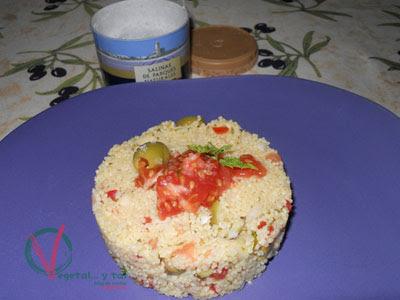 Tabule con caviar de tomate y flor de sal.