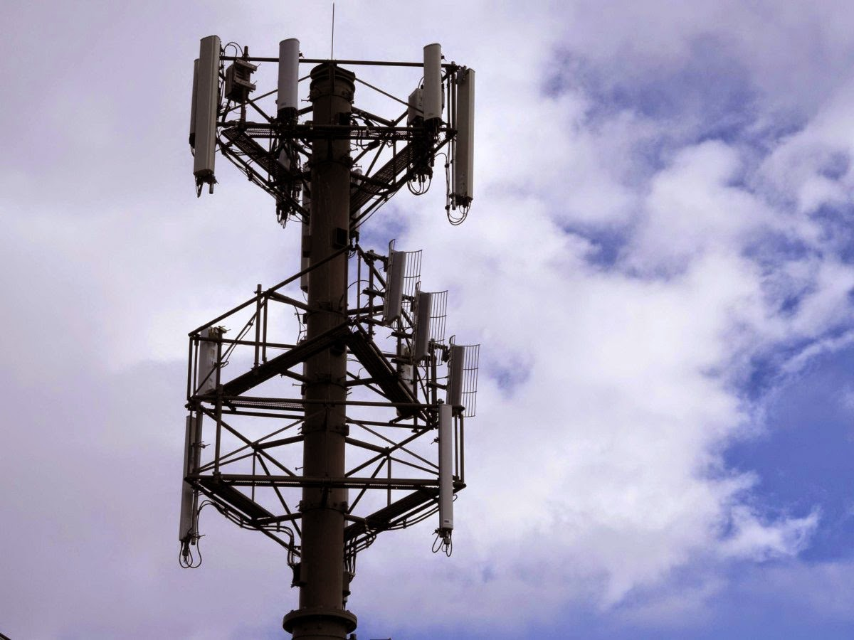 http://www.businessinsider.com/mysterious-fake-cellphone-towers-intercept-calls-2014-9#ixzz3CLK6W2g6