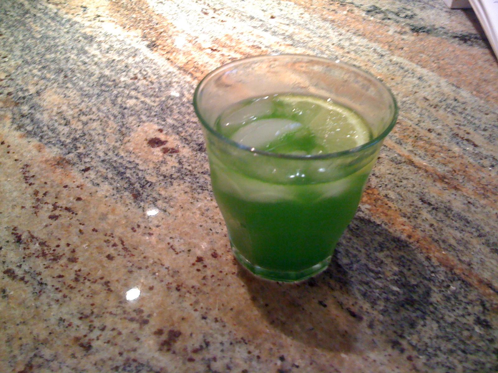 http://4.bp.blogspot.com/-5ux_9OlD14I/T-t_Ri1zxEI/AAAAAAAAEi8/9KA4klSAL1U/s1600/Green+drink.jpg
