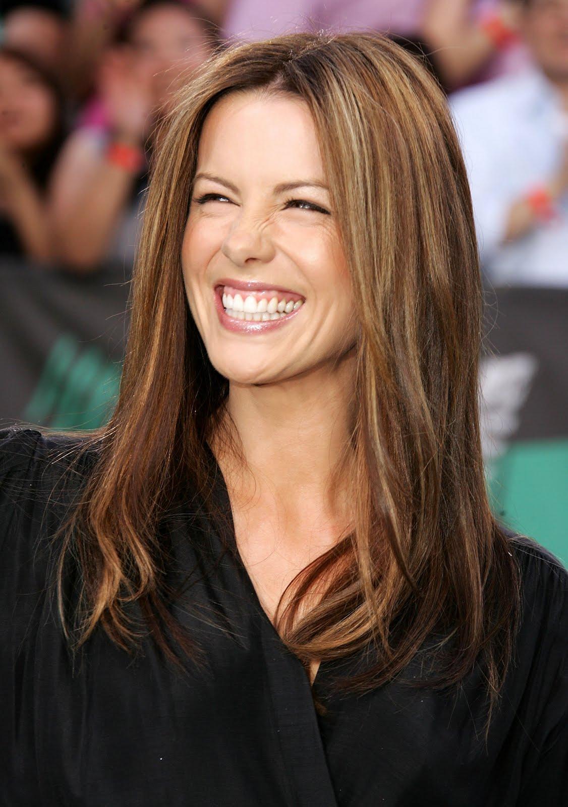 http://4.bp.blogspot.com/-5uy72DHifMU/TY4B8PbboQI/AAAAAAAABOw/JlIjYBKVeHM/s1600/91341_EK_Kate_Beckinsale_2006_MTV_Movie_Awards__Arrivals_0006.jpg