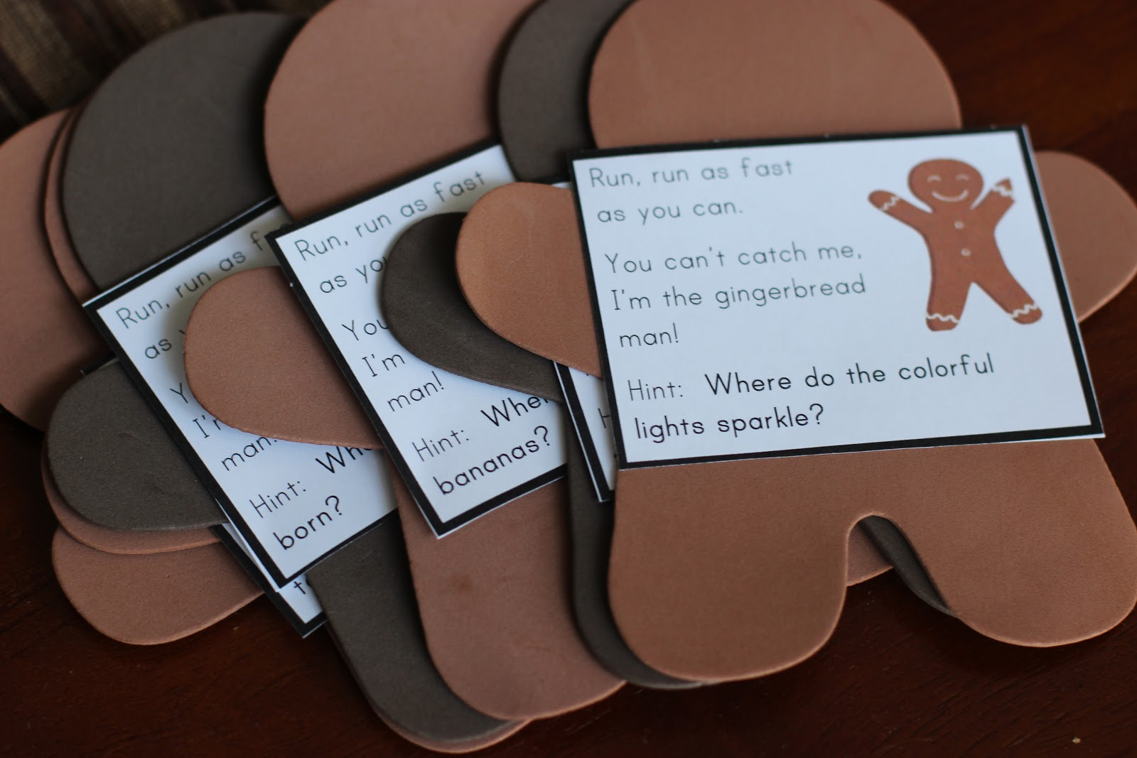 ... read the clues to figure out where to find the next gingerbread man