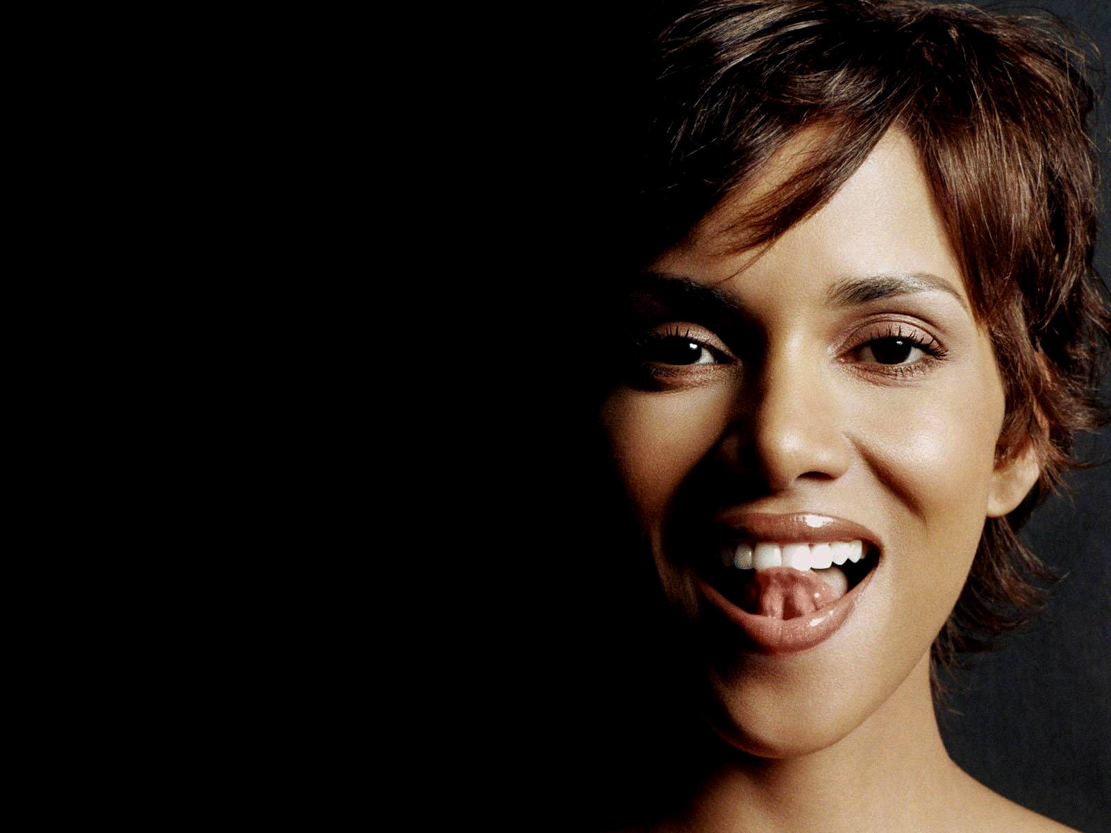 halle berry halle berry hd wallpapers. Black Bedroom Furniture Sets. Home Design Ideas