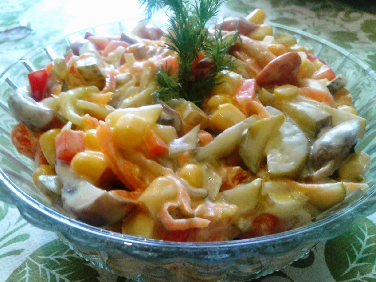 Салат с консервированными шампиньонами и кукурузой рецепт