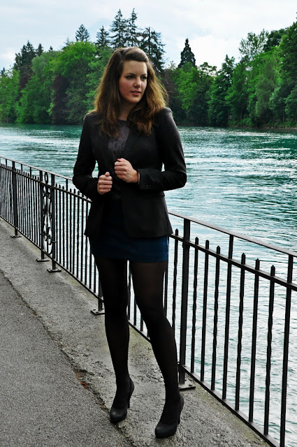 Blazer Hugo Boss, Top NewYorker, Skirt & Tights H&M, Shoes from Marseille