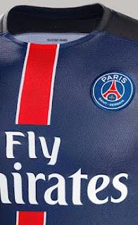 Detail jersey PSG home bagian depan