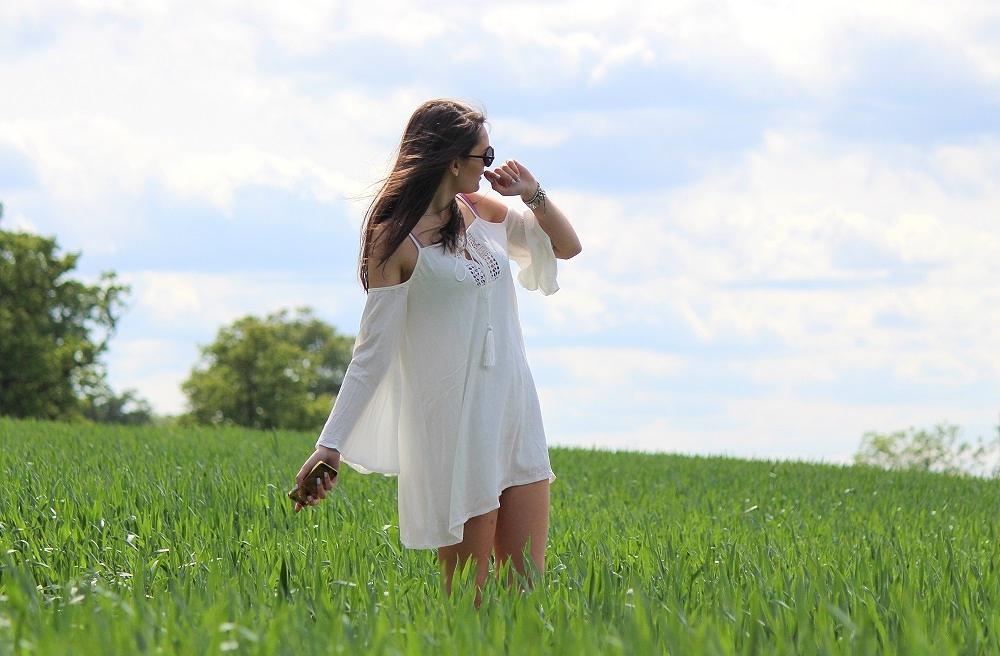 peexo-fashion-blogger-wearing-white-cold-shoulder-dress-festival-boho-lookbook