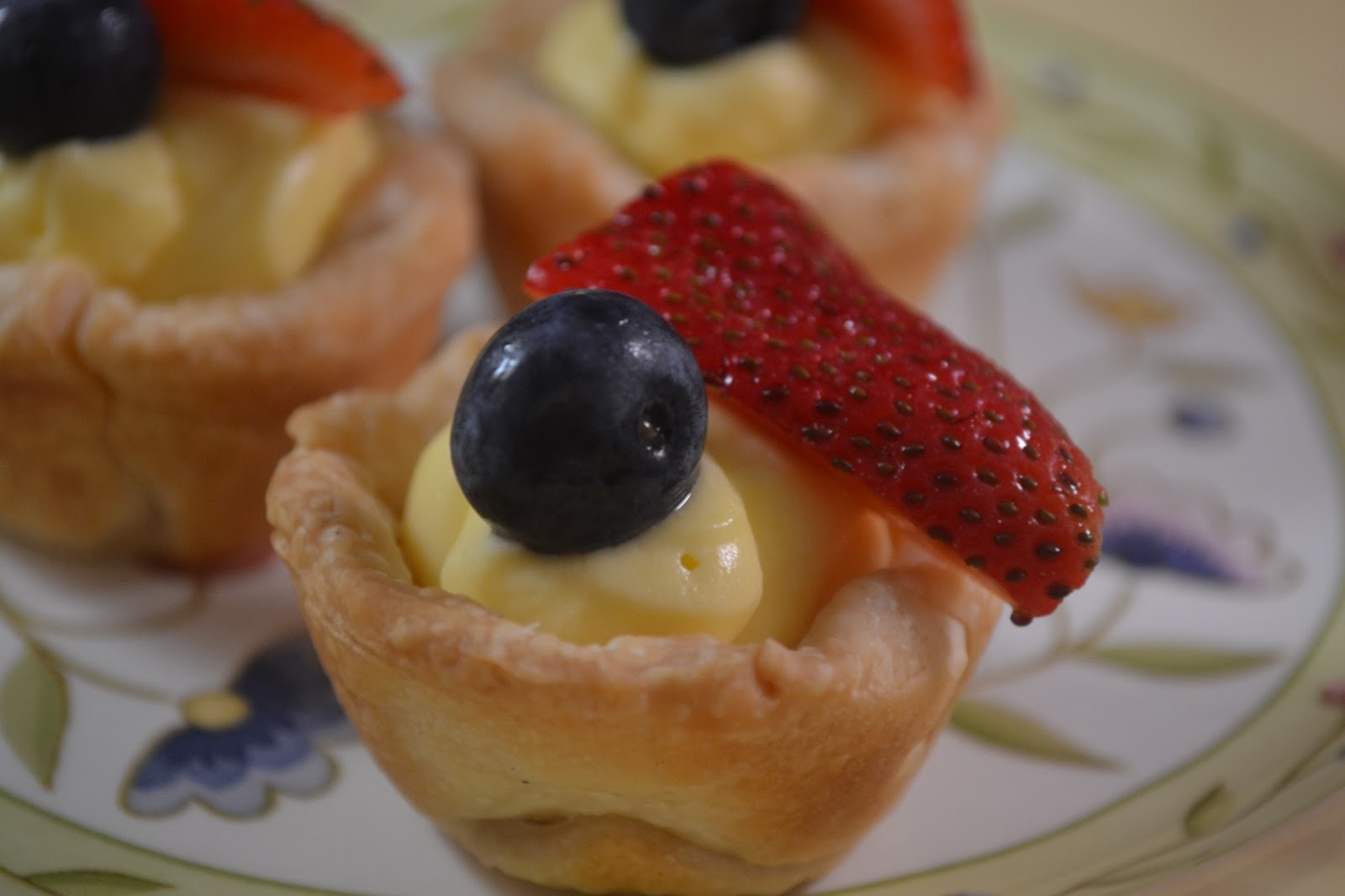 Making Miracles: JELL-O Patriotic Mini Fruit Tarts