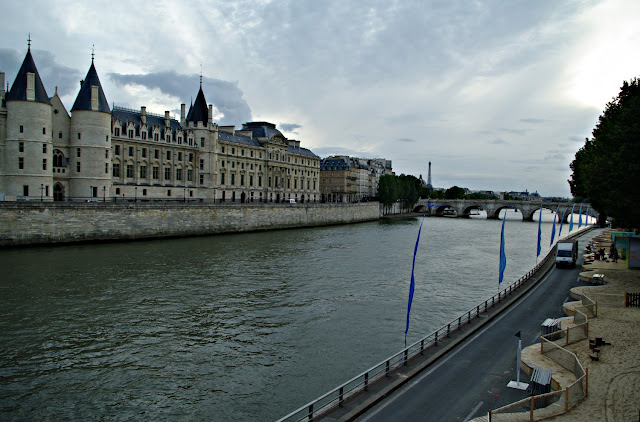 Sena Palais de Justice Paris poze