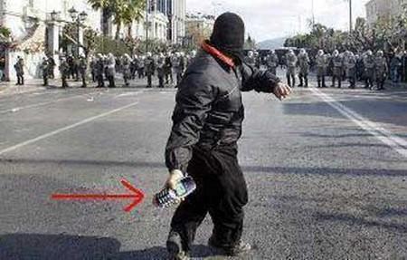 Hình ảnh vui Dùng điện thoại dọa cảnh sát