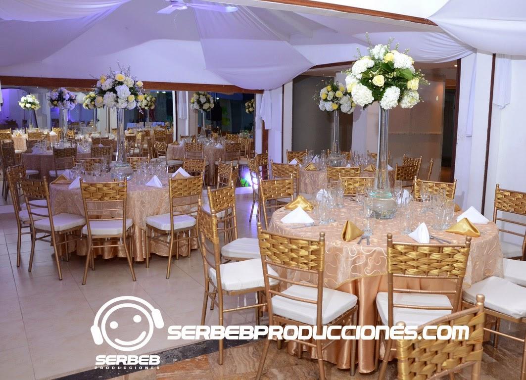 Organizaci n de bodas decoraci n dorado blanco boda for Decoracion de salones en blanco