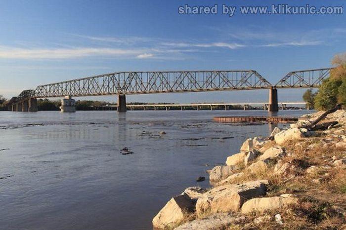 http://4.bp.blogspot.com/-5x6lI8J48P8/TXWbfA7E6vI/AAAAAAAAQRk/VPcc9nJ4zI8/s1600/bridges_16.jpg