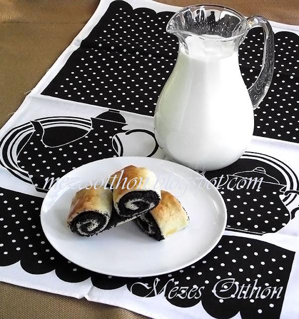 mákos duplatekercs péksütemény fotó