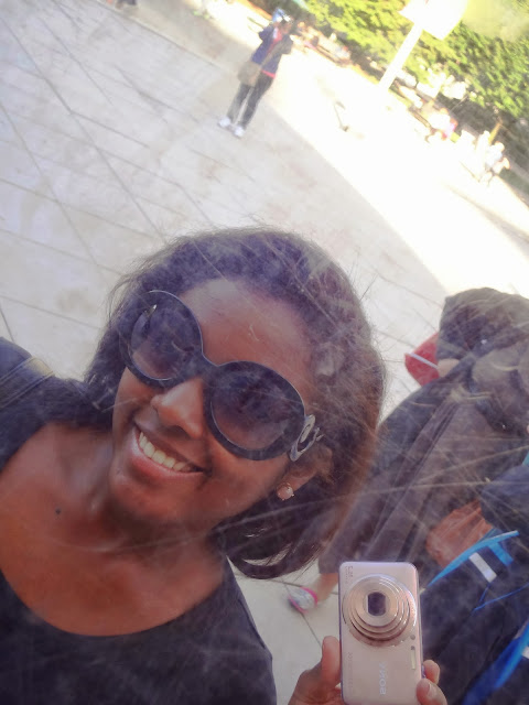 Makin a selfie at Cloud Gate, the bean in Chicago.