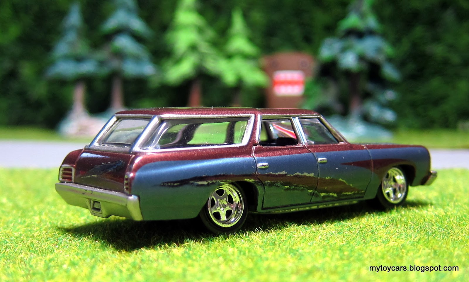 Mytoycars Johnny Lightning 1973 Chevrolet Caprice Wagon 1966 Chevy Before Hot Wheels Was One Of The Few Die Cast Makers That Took An Interest In Making Station Wagons This