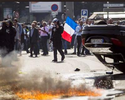 Uber declarada ilegal en Francia