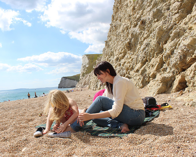 playing-with-pebbles-lulworth-cove-summer-todaymywayblog]