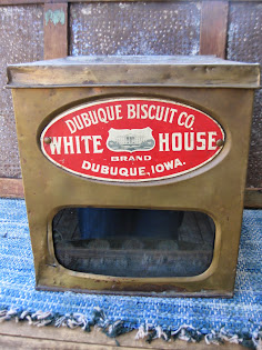 store display biscuit tin