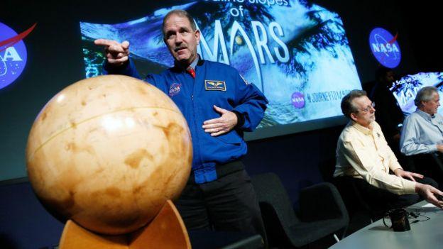 عرض علماء ناسا دراستهم الأخيرة خلال مؤتمر صحفي في واشنطن.