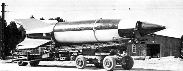 http://4.bp.blogspot.com/-5yQ9oOu-Z-Q/TjMSTfRCiqI/AAAAAAAAAFg/x1zBM5-V1lo/s1600/V-2_Rocket_On_Meillerwagen.jpg