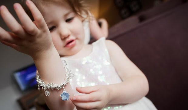 Pola Asuh Anak: Terlalu Mudah Memberikan Hadiah