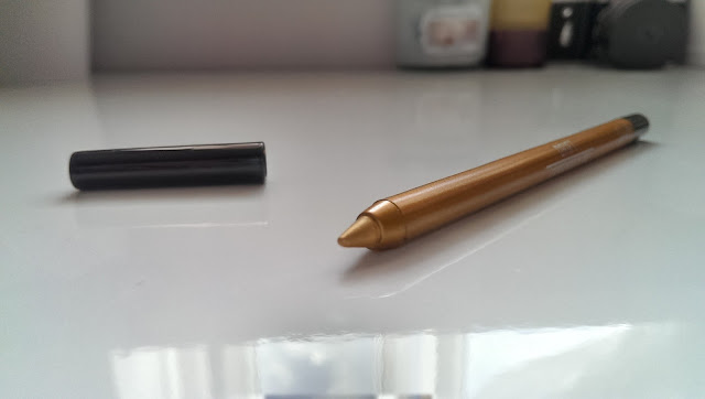 A close up of the Sigma extended wear liner pencil tip