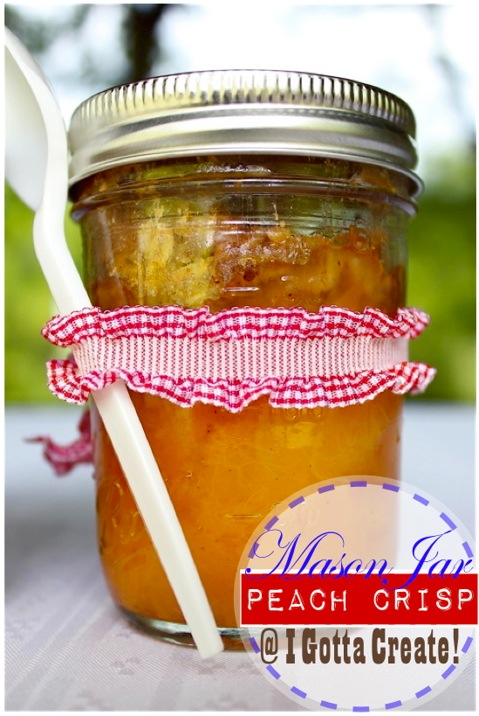 Adorable, portable peach crisp baked in mason jars. Perfect for picnics, tailgating and camping!   Recipe and instructions at I Gotta Create!