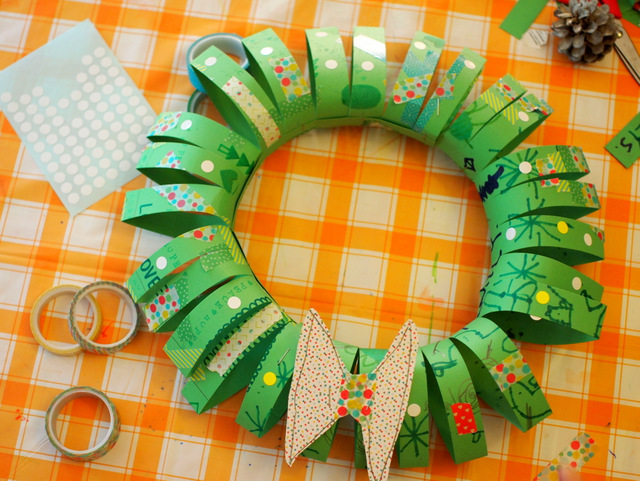 attach both paper tubes for Christmas wreath