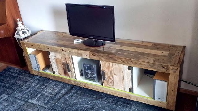 Mueble para tv realizado con una for Modificar muebles ikea