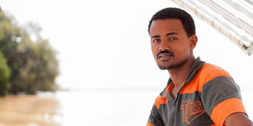 Csónakos fiú. Bahir Dar, Etiópia.