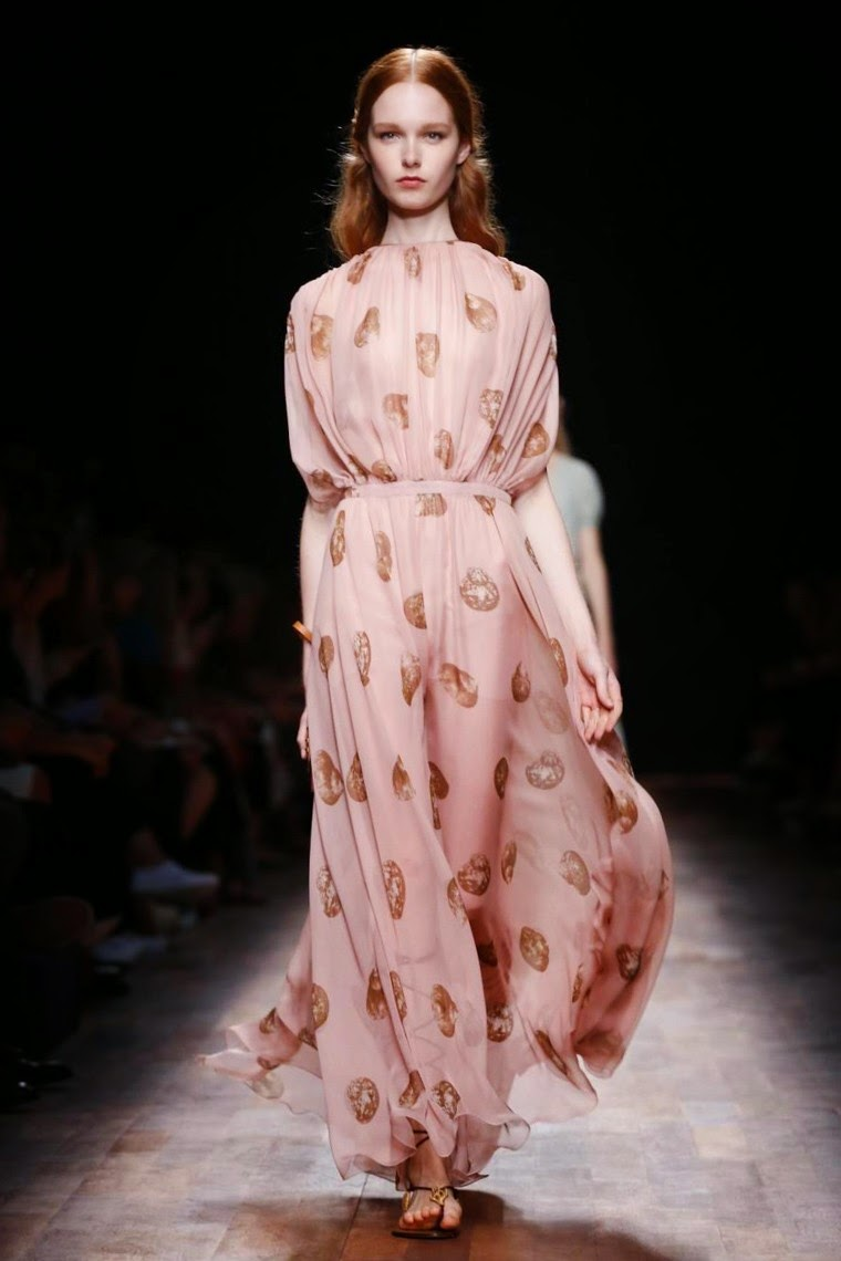 Valentino spring summer 2015, Valentino ss15, Valentino, Valentino ss15 pfw, Valentino pfw, Edie Campbell, Maria Grazia Chiuri, Pier Paolo Piccioli, pfw, pfw ss15, pfw2014, fashion week, paris fashion week, du dessin aux podiums, dudessinauxpodiums, vintage look, dress to impress, dress for less, boho, unique vintage, alloy clothing, venus clothing, la moda, spring trends, tendance, tendance de mode, blog de mode, fashion blog,  blog mode, mode paris, paris mode, fashion news, designer, fashion designer, moda in pelle, ross dress for less, fashion magazines, fashion blogs, mode a toi, revista de moda, vintage, vintage definition, vintage retro, top fashion, suits online, blog de moda, blog moda, ropa, asos dresses, blogs de moda, dresses, tunique femme, vetements femmes, fashion tops, womens fashions, vetement tendance, fashion dresses, ladies clothes, robes de soiree, robe bustier, robe sexy, sexy dress