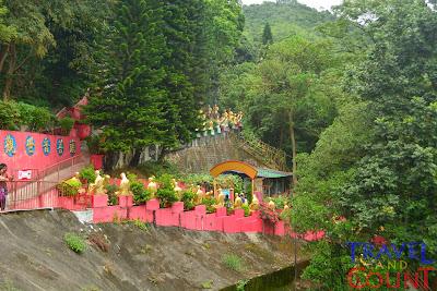 10000 Golden Buddhas in trek Hong Kong