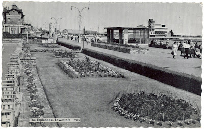 1963 postcard of Lowestoft